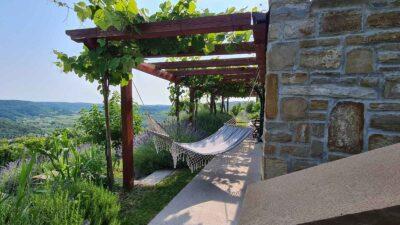 Istrske hiše Padna - pogled v dolino